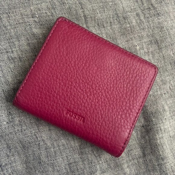 Fossil wine leather small bifold wallet